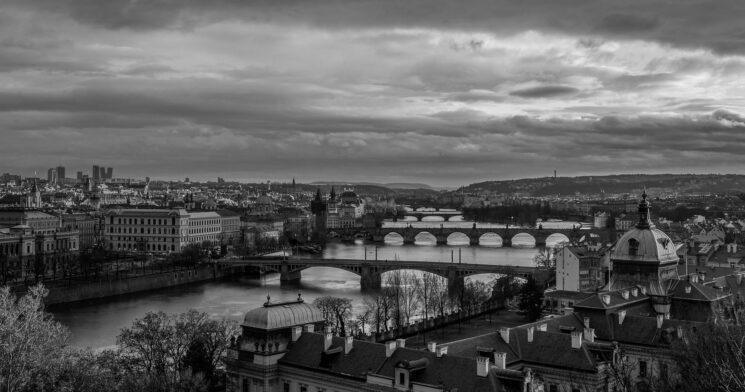 Poslanecká sněmovna by měla zřídit vyšetřovací komisi k vlivu dezinformačních řetězových e-mailů na integritu voleb v České republice